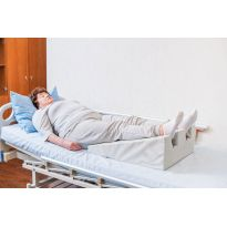 Клиновидная подушка с вырезами для пяток