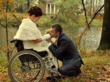 Инвалидные коляски для дома и улицы - с какими колесами выбрать?