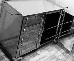 Стол анестезиолога с ящиками