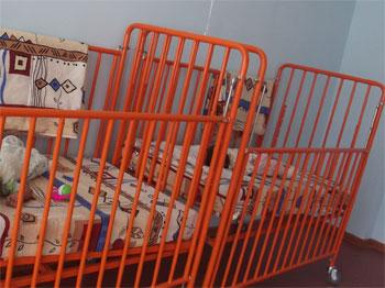 Медицинская кроватка для новорожденных