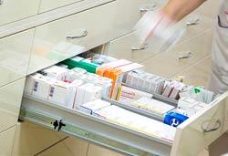 Шкаф для хранения медикаментов с ящиками