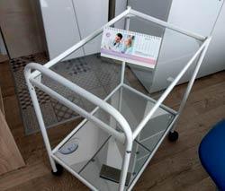 Стол манипуляционный со стеклянной столешницей