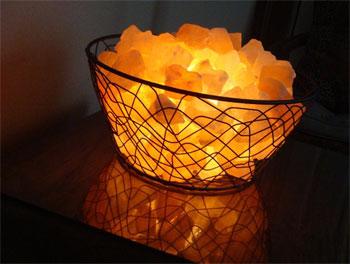 соляная лампа в корзинке