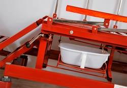 Функциональная кровать с туалетом: съемное ведерко